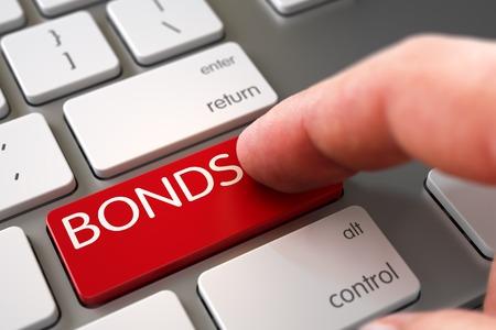 Obbligazioni Concept - Tastiera di computer con chiave. L'uomo Finger Pushing Obbligazioni rosso tastiera sulla tastiera del computer. Obbligazioni Concept - tastiera bianca Obbligazioni Key. Rendering 3D.