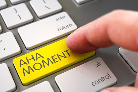 Finger Drücken einer Metallic-Tastatur-Tastatur mit Aha-Moment-Zeichen. Hand Finger Drücken Aha-Moment Tastatur. Finger drücken Aha-Moment-Schlüssel auf Weiß Tastatur. Selektiven Fokus auf den Aha-Moment Key. 3D.