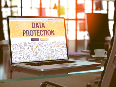 Protección de datos - Primer página de destino en Diseño de estilo dibujo en la pantalla del ordenador portátil. En el fondo de un cómodo lugar de trabajo en la oficina moderna. Virada, imagen borrosa. Render 3D.