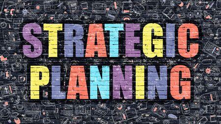 planificacion estrategica: Planificación estratégica. Multicolor Inscripción en la oscura pared de ladrillo con los iconos del Doodle. Concepto de Planificación Estratégica en estilo moderno. Iconos del diseño del Doodle. Planificación Estratégica en fondo oscuro Brickwall.