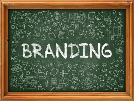 posicionamiento de marca: Concepto de marca. Ilustración estilo de línea moderna. Branding mano en el pizarrón verde con los iconos del Doodle alrededor. Diseño de estilo de bosquejo del concepto de marca.