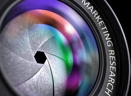 Marketing Onderzoek - Tekst op de voorzijde van de lens met roze en oranje licht van de Reflectie. Close-up Beeld. Camera Foto Lens met fel gekleurde Flares. Marketing Research Concept. 3D Illustratie. Stockfoto