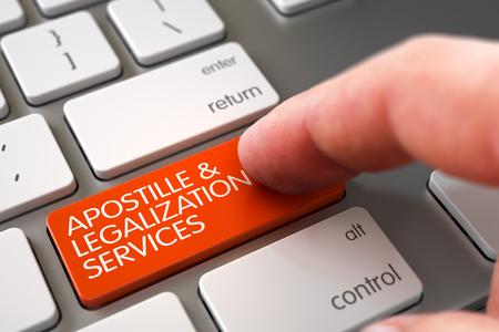 L'uomo dito Spingendo Apostille e Servizi Legalizzazione Arancione tastiera su Modern tastiera del computer portatile. Apostille e legalizzazione Servizi Concept. Illustrazione 3D.