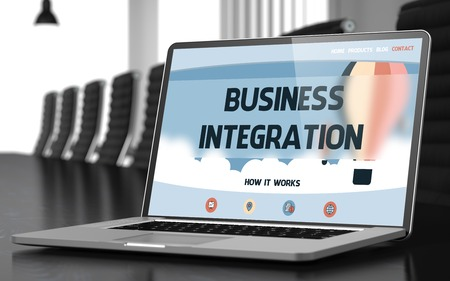 competitividad: Business Integration de la página de destino de la pantalla del portátil en Modern Sala de Reuniones del primer Vista. Imagen borrosa. enfoque selectivo. 3D.