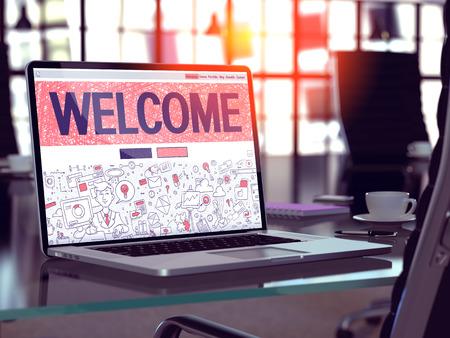 Bienvenido Concepto - Primer en la página de destino de la pantalla de ordenador portátil en la oficina moderna del lugar de trabajo. Imagen virada con enfoque selectivo. Render 3D.