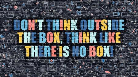 No creo que fuera de la caja, pensar como no existe el concepto Box. Multicolor no creo que fuera de la caja, piensa que no hay cuadro dibujado en la pared de ladrillo oscuro con los iconos de estilo del diseño del Doodle. Foto de archivo - 63493424