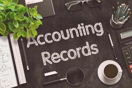 registros contables: Los registros de contabilidad manuscrita en la pizarra Negro. Vista superior de la Oficina Negro escritorio con un montón de negocios y material de oficina en él. Representación 3d. Ilustración tonificado. Foto de archivo