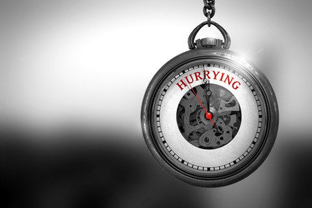 llegar tarde: Corriendo en la cara del reloj con la visión cercana del mecanismo del reloj. Concepto de negocio. Reloj de la vendimia con Apresuramiento texto en la cara. Representación 3D.