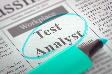 Test Analyst. Krant met de vacature, omcirkeld met een Azure Marker. Wazig beeld. Selectieve aandacht. Job Op zoek naar Concept. 3D-rendering.
