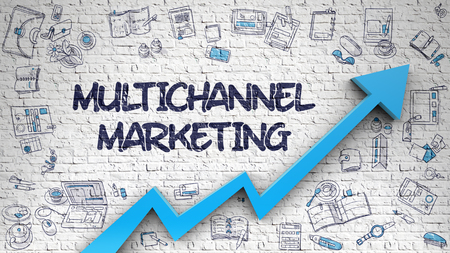 Multichannel Marketing Getekend Op Witte Muur.