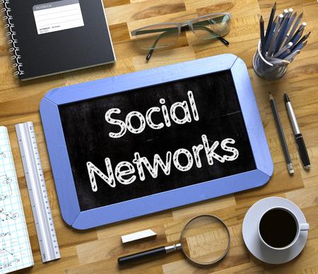 Social Networks - Text on Small Chalkboard. 3D. Lizenzfreie Bilder