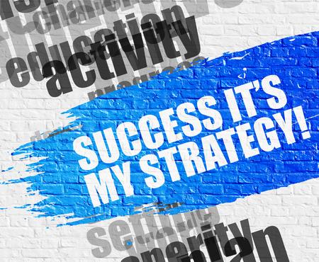 Erfolg ist meine Strategie auf der weißen Ziegelmauer.