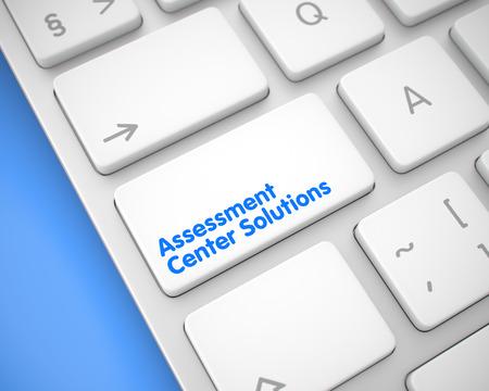 Schließen Sie oben auf moderner Computertastatur - Assessment Center Solutions White Button. Online-Service-Konzept. Weiße Tastatur auf moderner Tastatur. 3D-Darstellung. Lizenzfreie Bilder