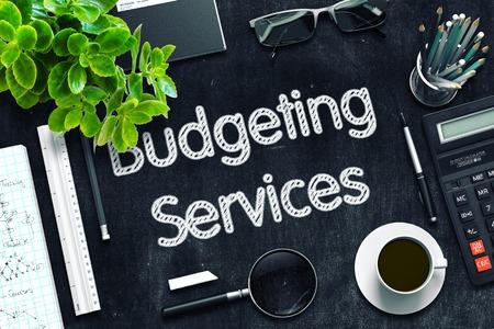 Servicios de presupuestación en pizarra negra. Representación 3D.