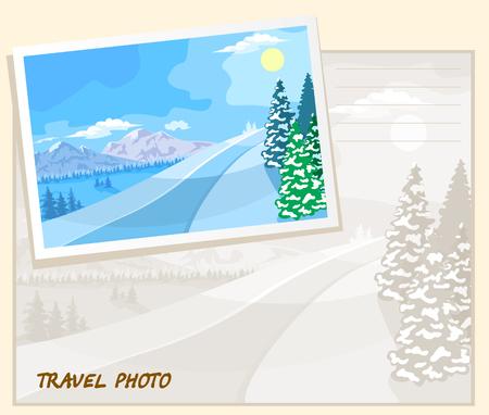 montañas nevadas: Paisaje de invierno. Las montañas con picos nevados, árboles en la nieve.