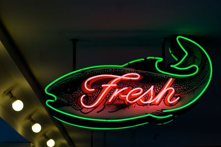 Fresh Fish sign, Seattle pike Place market Stock Photo - 396329