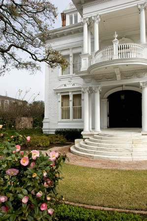 mansion: White mansion in traditional style in New Orleans Garden district Stock Photo