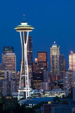 밤에는 스페이스 바늘로 시애틀 최고봉