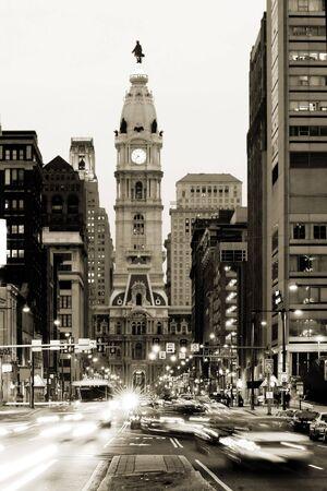 the center of the city: Amplias calle y ciudad pasillo de Philadelphia en ciudad de centro