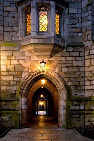 akademik: Yale University Campus wieczorem, New Haven, Connecticut Zdjęcie Seryjne