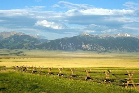 farmlands: Sunny ranch in the mountains of Montana state