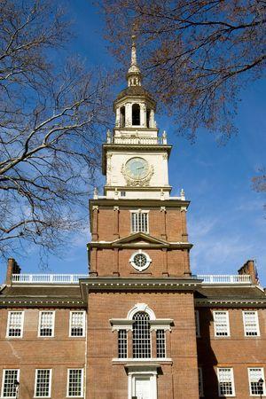 the center of the city: Independence Hall torre en Centro de la ciudad de Filadelfia, EE.UU.