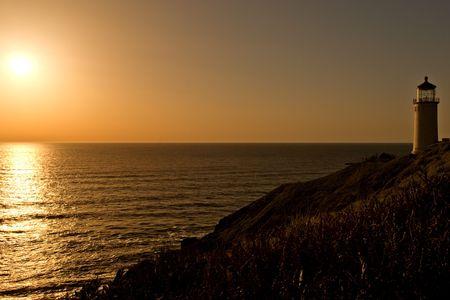 decepci�n: Faro de cabo decepci�n en la costa del Pac�fico  Foto de archivo