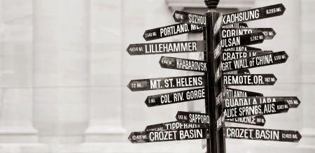 Famous signpost with directions to world landmarks in Pioneer Courthouse Square, Portland, Oregon 스톡 콘텐츠