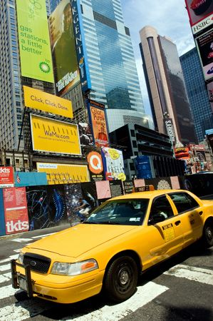 New York City, 12 August 2007 - Taxi am Times Square Standard-Bild - 8151729