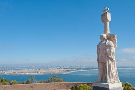 Juan Rodríguez Cabrillo statue and panorama of San Diego, California 版權商用圖片