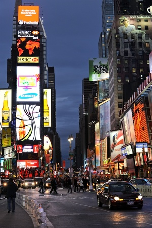 NEW YORK CITY, NY - JANUARY 20, 2009: Evening traffic  on Times Square on January 20, 2009 in Manhattan, New York city 新聞圖片