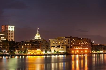 Waterfront Savannah Disctrict in der Nacht Standard-Bild