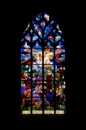 Vitrage der berühmten mittelalterlichen Kirche St. Malo in Dinan historischen Standard-Bild - 12371691