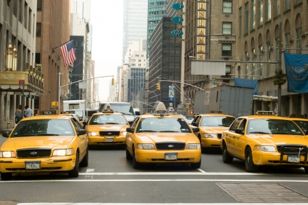 yellow taxi: March 15th, 2007, NEW YORK CITY, USA -Row of taxi cabs on Park Avenue with Waldorf Astoria hotel on background