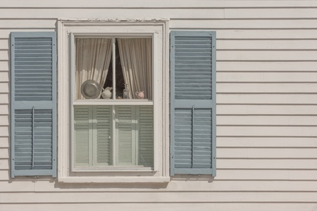 cape cod style: Window of New England historic house in Rockport