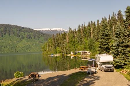 RV Park am See in Alaska Standard-Bild - 17585077