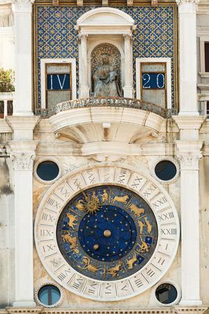 numeros romanos: Siglo XV famoso reloj de la torre de San Marcos en la Plaza de San Marcos en Venecia