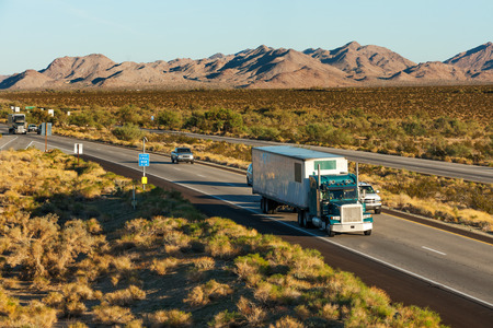 tractor trailer: Traffic moving across America on interstate I-10, Arizona