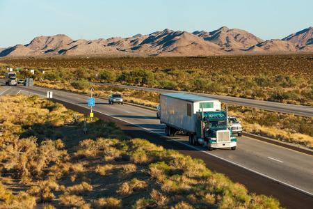 tractor trailer: Traffic moving across America on interstate I-10, Arizona