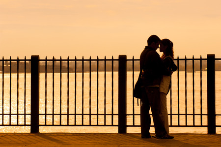 promenade: Couple embracing on Brooklyn Heights Promenade, NYC