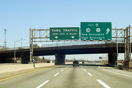 schlagbaum: NJ Turnpike (I-95), Ausgang zum New Brunswick in New Jersey