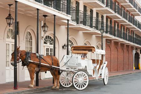 Elegante Pferdekutsche in Französisch Quarter, New Orleans Standard-Bild - 36789237