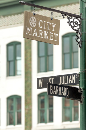 historic district: City Market sign on lamppost in Historic District of Savannah Stock Photo