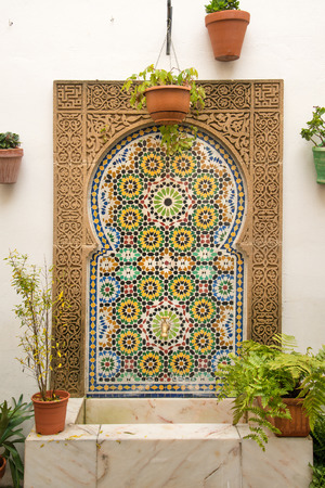 spanish house: Traditional fountain in Spanish tiles in courtyard of Cordoba house