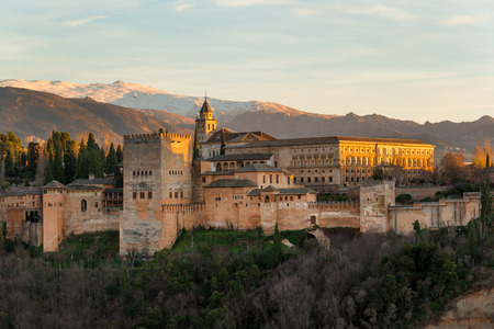 Beautiful Alhambra palace and surrounding mountains in Granada, Spain 新闻类图片