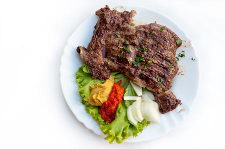 Assiette de côtes grillées avec plat traditionnel rustique plat de ovos Banque d'images - 84493385