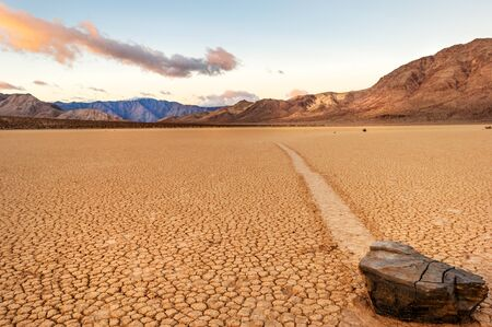Moving stone in the desert of Death Valley national park, California, USA Standard-Bild