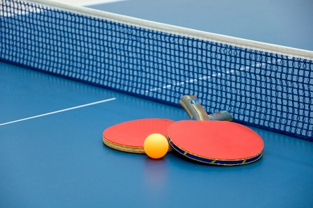 table tennis: table tennis paddles and ball