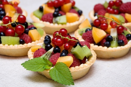 Sweet fruit dessert with raspberries, apricot, kiwi and blueberries in tartl Stock Photo - 9870616