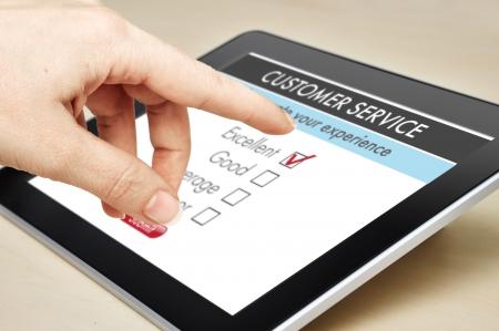 satisfaction client: En ligne enqu�te de satisfaction client du service sur une tablette num�rique